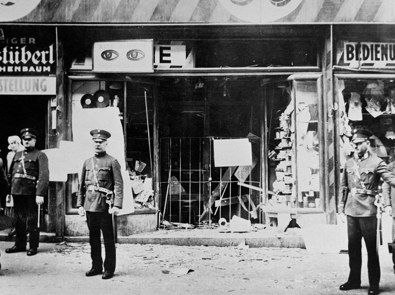 Lanoche de los Cristales Rotos:  Kristallnacht